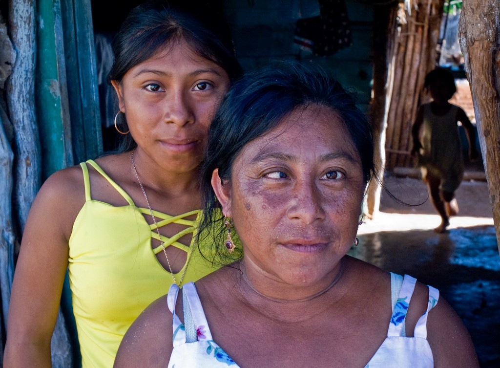 Mother and her two daugthers in the village of Ek-Balaam, Mexico